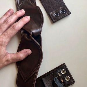 Accessories - Elastic brown leather petal belt